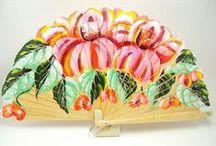 Abanicos / En este tablero encontrarás todo tipo de abanicos tanto para regalar en las bodas como de novia: pintados a dos caras, lisos o con estampados, de madera, con flores o calados.
