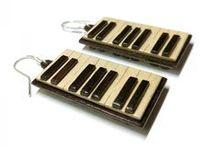 Produsele noastre / Modele inedite de cercei din lemn cu tortite si zale din argint