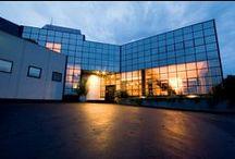 BONGIO SEDE AZIENDA 2006 / Un progetto che ha come obbiettivo abbracciare l'esclusivo panorama circostante, dove la luce attraverso le grandi vetrate scandisce il susseguirsi della giornata.