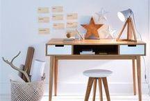 Déco Bureau / Pièce d'inspiration et de travail, votre bureau doit être à votre image et construit selon vos goûts. Pour s'y sentir bien et être efficace. En métal ou bois laqué, les éléments de bureau indépendants permettent de créer un espace de travail contemporain et su-mesure.