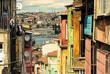 """Istanbul / İstanbul'u dinliyorum, gözlerim kapalı; Bir kuş çırpınıyor eteklerinde; Alnın sıcak mı, değil mi, biliyorum; """"Dudakların ıslak mı, değil mi, biliyorum; Beyaz bir ay doğuyor fıstıkların arkasından Kalbinin vuruşundan anlıyorum; İstanbul'u dinliyorum."""" Orhan Veli"""