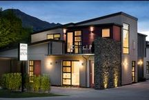 Peak Accommodation Options / A selection of accommodation options adjacent to Peak Functions. Ranging from a mix of cosy cottages and exclusive Wanaka apartments to modern stylish Wanaka holiday houses.