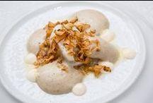 I piatti dello Chef / Le due stelle Michelin, che lo hanno proclamato come uno degli chef più rinomati in Italia, si apprezzano in tutte le sue opere dove innovazione e tradizione accompagnano la scelta dei piatti. Tra i suoi grandi classici ci sono il Wafer al sesamo con tartare al branzino, il Caviale affumicato e zabaglione ghiacciato, il Guanciale di vitello brasato e la Millefoglie Strachin. Foto: aromicreativi