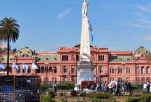 Buenos Aires / Neste álbum, marquei algumas fotos dos lugares que visitei. A cidade é muito histórica! Vale a pena a visita. A arquitetura é muito linda e a cidade tem muito verde, muitos parques muito bem conservados! Para quem gosta de movimento e história, inclua BsAs no roteiro.