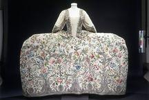 Historische Kleidung  / by Heike Richard