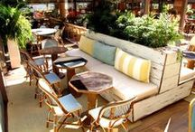 ARTURO SORIA (C.C. ARTURO SORIA PLAZA) / El #restaurante ubicado en el centro comercial Arturo Soria Plaza, fue diseñado por el interiorista #ÍñigoGüell y se ha convertido en un uno de los restaurantes más originales de Madrid ya que dispone de tres zonas muy diferenciadas:  El interior, espacioso y acogedor, una terraza acristalada acondicionada durante todo el año y una zona exclusiva  abierta que amplía su horario  hasta las 3.00 en las noches de verano.