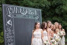 Esküvői hátterek/Wedding backdrops / Jó ötlet kültéri fotózáshoz. Néhány vicces kellékkel tovább fokozhatjuk a képek hangulatát. #esküvőihátterek #weddingbackdrop