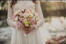 Esküvői csokrok/Wedding flowers / A csokor akár egy kis ékszer a kezedben, úgy tündököl. #esküvőicsokor #weddingflower