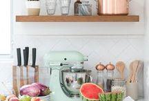 ➸ Kitchen Inspiration / Inspiratie voor huis en tuin. Green interior, lovely kitchens, planten en kruiden, terrasjes en opbergruimtes.