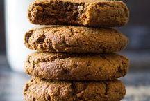 Paleo Cookies / Easy paleo cookie recipes. Best paleo cookies. Sugarfree paleo cookies, dairy free cookies, gluten free cookies. Healthy cookie recipes. Homemade paleo cookies with gluten free flours.