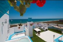 Apartamentos en la playa / Para disfrutar del sol y la playa / by CasaSpain.com