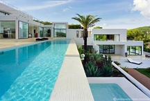 Apartamentos y villas con piscina / El mejor remedio contra las altas temperaturas / by CasaSpain.com