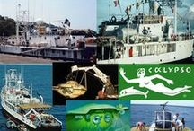 L'ODYSSEE SOUS MARINE DU COMMANDANT COUSTEAU / Jacques-Yves Cousteau, né le 11 juin 1910 à Saint-André-de-Cubzac, en Gironde (France), et mort le 25 juin 1997 à Paris (France), est un officier de la Marine nationale française puis un explorateur océanographique.  Surnommé « le Commandant Cousteau », « JYC » ou encore « le Pacha », il est connu pour avoir perfectionné avec Émile Gagnan le principe du scaphandre autonome, ou détendeur, pierre fondatrice de la plongée sous-marine moderne.