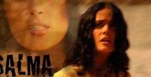 SALMA HAYEK / actrice, réalisatrice et productrice libano-mexicaine, née le 2 septembre 1966 à Coatzacoalcos, Veracruz (Mexique). En 2015 , Invitée des Guys' Choice Awards, l'actrice mexicaine dévoile son plus beau décolleté dans une robe noire très révélatrice. Un choix de circonstances puisque Salma recevait ce soir-là le prix de l'actrice la plus torride de la décennie. (Source Wikipédia)