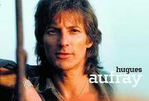 HUGUES AUFRAY / Hugues Auffray, dit Hugues Aufray, né le 18 août 1929 à Neuilly-sur-Seine, est un auteur-compositeur-interprète et guitariste français. Souvent poétiques, ses chansons évoquent les voyages, l'amitié, la fraternité, le respect.