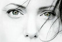 JOLIE ! ANGELINA JOLIE / Angelina Jolie (née Angelina Jolie Voight), née le 4 juin 1975 à Los Angeles, est une actrice, réalisatrice, scénariste, productrice, écrivaine et ambassadrice de bonne volonté américano-cambodgienne. Elle a reçu trois Golden Globes, deux Screen Actors Guild Awards et un Oscar du cinéma.