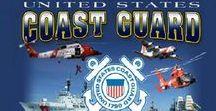 US COAST GUARDS (USCG) / Le United States Coast Guard (USCG,) a un rôle de surveillance, de protection, et de sauvetage des personnes en détresse dans les eaux territoriales américaines; il est le représentant de l'action de l'état en mer (application de la loi en mer et des règlements maritimes, police de la navigation et des pêches, lutte contre les trafics illicites, protection de l'environnement maritime, sauvetage et assistance en mer...)