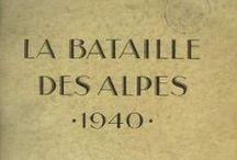 LA BATAILLE DES ALPES 1939-1940 / Le terme de bataille des Alpes désigne l'affrontement entre la France et l'Italie en juin 1940 ..... Elle oppose l'armée des Alpes française, commandée par le général français René Olry, au groupe d'armées Ouest italien (Ire et IVe armées), dirigé par le prince Humbert de Savoie, sur la crête des Alpes ; l'armée des Alpes doit ensuite également affronter le XVIe Panzerkorps allemand du général Erich Hoepner qui arrive du nord et prend l'offensive dans la vallée du Rhône. (Wikipédia)