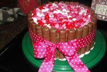 Taarten met lint / Je zelf gemaakte taart versieren met lint.