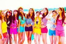 SNSD (Girls' Generation)