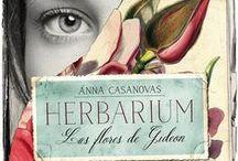 """Herbarium. Las flores de Gideon / Imágenes, secretos, localizaciones, escenas (y mucho más) de la novela """"Herbarium. Las flores de Gideon"""" Ganadora del Premio Titania."""