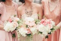 Bridesmaids and CO. / Ideas for bridesmaids' dresses and accessories. #bridesmaidbouquet #jewels #gifts