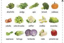 Monthly Vegs / Comer ecológico consiste también en adquirir productos locales y de temporada. En este tablero te ofrecemos las frutas y verduras de temporada en España para cada mes.