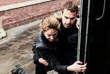 Divergent, Insurgent, Allegiant *-*