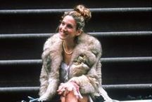 ICONIST Carries Looks / Kaum eine TV-Serie setzte Trends wie Sex and the City.  Wir fangen die schönsten Looks der lockigen Hauptdarstellerin ein.