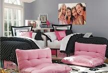 Dorm Room Living / by Madalyn Hawthorn