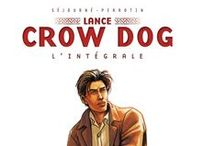 """Série """"Lance Crow Dog"""". / A thriller about a man shared between two cultures. CROW DOG is a mixed blood, an FBI agent who must team up with Helen Catwright a Native American cultures lover . A strong team that investigates on Indian lands in New Mexico. A partnership where suspicious cohabitation from the beginning will soon give way to mutual attraction. But a capricious attraction, ambiguity, thwarted by the long history of the young Métis ..."""