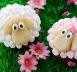 Cupcakes, Muffins & Cakepops Rezepte / Klein aber fein sind die Kreationen aus Buttercremerosen, Schokoladenmuffins und Toffeestreuseln. Lass dich von den leckeren Rezepten verführen und inspirieren.  Muffins • Cupcakes • Cakepops • Rezepte  • Süßigkeiten • süße Rezeptideen • Sweet Recipes • Sweet Stuff • Recipe Ideas