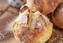 Rezepte für Brot & Brötchen aller Art / Von Focaccia über Naan bis zum klaisschen Baguette, vo, Kaiserbrötchen bis zum Vollkornkrusti –Hier findest du Basiszezepte und ausgefallene Varianten von Brot und Brötchen aus der ganzen Welt.