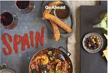 2:00 pm time to eat in Spain / Table is set, is 2 o'clock in Spain. La comida esta lista.