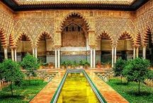 Alhambra y Generalife de Granada / One of the most beautiful places in the world, Palace for Kings and Dynasty. Must visit while in Andalusia -Granada Spain.