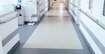 Perpetuum - Covor PVC / Principalele avantaje ale pardoselilor din PVC sunt durabilitatea, aspectul uniform si usurinta cu care se intretin si toate acele caracteristici tehnice specifice prevazute de normele de siguranta ale anumitor cladiri publice, antiderapant, rezistenta la agenti chimici, antibacterian si fungicid, antistatic si conductiv, acustic si izolant fonic etc.