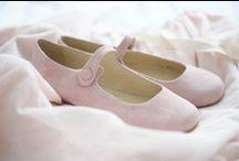 { little girls shoes }