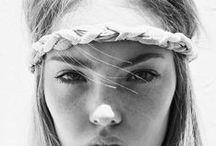 Accessoires cheveux tendances / Des accessoires cheveux faits mains par de talentueux créateurs de mode. Des pièces uniques ou fabriquées en très petites séries. Headbands, noeuds, barrettes.