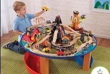 KidKraft / Kidkraft je jedním z předních výrobců dřevěných hraček v USA. Snoubí přání postihnout nekonečnou kreativitu dětí a přesnost inženýrů techniků, kteří firmu založili. Můžete tak očekávat nápadité precizně vypracované hračky, které budou Vaše děti - a možná i Vás - bavit nekonečně dlouho.