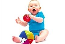 Sassy / Sassy přináší pro ty nejmenší hračky vysoké kvality. Díky podrobnému sledování vývoje dětí se hračky neustále inovují a přizpůsobují se jak designem, tak i funkčností všem potřebám dítěte k jeho správnému vývoji. Sassy získalo v USA ocenění rodičů za nejlepší edukativní a stimulační dětské hračky pro 1. rok života dítěte.