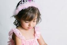 FAMILY | TODDLER PHOTOGRAPHY / Family photographs with toddlers, toddler posing ideas, toddler and baby family pictures