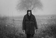 """Adam Pańczuk / """"Jeżeli chodzi o sposób obrazowania, to podoba mi się połączenie fotografii dokumentalnej z elementami kreacji i wydobycie z codzienności dodatkowych znaczeń"""" – mówi Adam Pańczuk (ur. 1978), absolwent fotografii na Akademii Sztuk Pięknych w Poznaniu."""