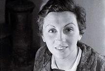 Gerda Taro | masters of photography / Gerda Taro (Stuttgart, 1 augustus 1910 - Brunete, 26 juli 1937), pseudoniem van Gerta Pohorylle, was een oorlogsfotografe. Ze wordt vaak beschouwd als de eerste vrouw die als fotografe werkte aan het front, en die er ook stierf. || Taro is regarded as the first female photojournalist to cover the front lines of a war and to die while doing so.