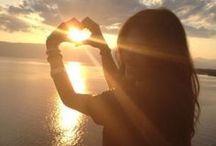 Love and friendship / Las dos cosas que mueven al mundo