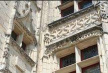 Château de goulaine / Le Château de Goulaine est un château de la Loire aux portes de Nantes et de l'océan. Un domaine qui accueille également une volière aux papillons tropicaux et le musée officiel de la biscuiterie LU.  Trois chambres d'hôtes ont été aménagées dans le château. Vous disposez aussi de location de salles dans un lieu unique.