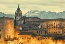 Best Hotel TA - Andalucia Hermosa / La primavera è il momento perfetto per scoprire Siviglia con gli aranci in fiore, Granada e la spettacolare Alhambra e per visitare la moschea di Cordova. Le strade si riempiono di processioni scenografiche per la semana santa, nella feria de abril sevillana si balla flamenco fino a notte fonda.