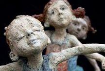 les hommes et les femmes... / sculptures céramiques, terre cuite, bois, fer, fils de laine, ficelle etc...