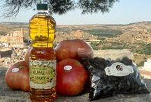 Nuestros productos online / Tomate rosa, aceite de oliva virgen extra y oliva negra arrugada. Son los productos del Bajo Aragón que puedes adquirir en la tienda online de ebroVerde.