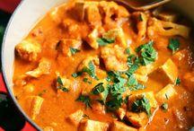 Äta: Indiskt. / Curry. Tofu. Lentils. Dal. Kofta. Paneer. Samosas. Spices. Rice. Naan.