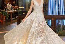 Noivas (Bride) / Painel com imagens de moda para noivas: vestidos de noivas, bouquet, penteados, maquiagem, terços, véus, famosas e mais. Ideas for bride: dress, make up